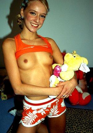 A horny teenage beauty knows how to use a massive dildo