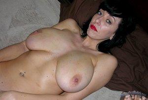 Amateur Big Breasted Milf With Natural Tits