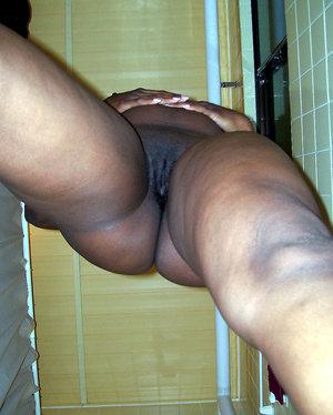 Mature black women sucking and fucking