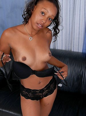 Chubby booty black girl stripped-off and exposed her unshaved coffee-black thick pussy